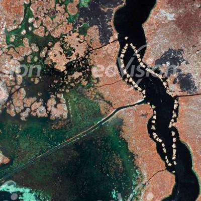 Titicacasee - die ethnische Gruppe der Uros lebt auf selbstgebauten schwimmenden Schiffsinseln.