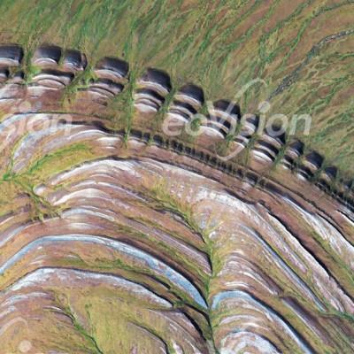 Amatusuk Hills - Hebung und Erosion der geschichteten Sedimentgesteine