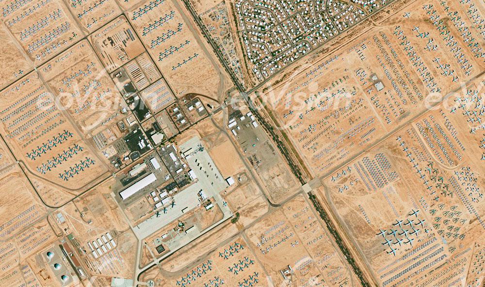 ausgemusterte Flugzeuge der US-Streitkräfte stehen auf der Davis-Monthan Air Force Base