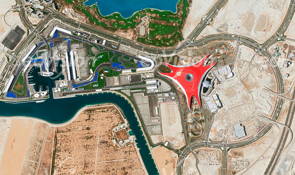 Ferrari World - auf der Wüsteninsel Yas in Abu Dhabi