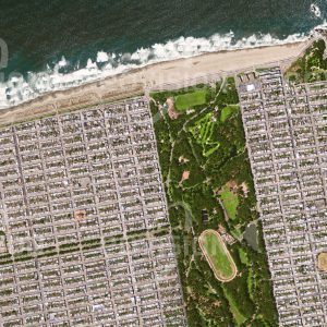 """Das Satellitenbild """"SAN FRANCISCO - USA"""" ist dem Bildband """"HUMAN FOOTPRINT - Satellitenbilder dokumentieren menschliches Handeln"""" entnommen. Bildbeschreibung: Nur der Golden Gate Park und der Sunset Schulkomplex durchbrechen hier das starre Raster der rechtwinkeligen Siedlungen, die weite Teile San Francisco prägen."""