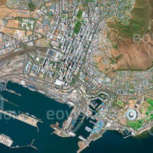"""Das Satellitenbild """"KAAPSTAD - Südafrika"""" ist dem Bildband """"HUMAN FOOTPRINT - Satellitenbilder dokumentieren menschliches Handeln"""" entnommen. Bildbeschreibung: Das nahe dem Kap der Guten Hoffnung gelegene Kapstadt bildet seit Jahrhunderten einen wichtigen Hafenstützpunkt für den Seehandel."""