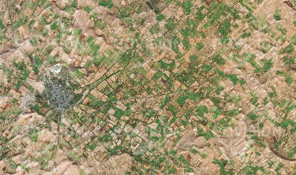 """Das Satellitenbild """"PADRU - Indien"""" ist dem Bildband """"HUMAN FOOTPRINT - Satellitenbilder dokumentieren menschliches Handeln"""" entnommen. Bildbeschreibung: Rund um die nordwestindische Stadt Padru werden vor allem Getreide, Hülsenfrüchte und Baumwolle angebaut, deren Bewässerung während der Trockenzeit durch künstlich angelegte Becken sichergestellt wird."""