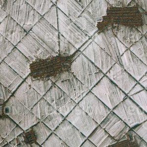 """Das Satellitenbild """"XINFENCUN - China"""" ist dem Bildband """"HUMAN FOOTPRINT - Satellitenbilder dokumentieren menschliches Handeln"""" entnommen. Bildbeschreibung: Schneeverwehungen lassen die rechtwinkeligen Strukturen der Bewässerungsfelder im Nordosten Chinas besonders deutlich hervortreten."""