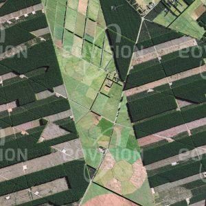 """Das Satellitenbild """"CHRISTCHURCH - Neuseeland"""" ist dem Bildband """"HUMAN FOOTPRINT - Satellitenbilder dokumentieren menschliches Handeln"""" entnommen. Bildbeschreibung: Durch Unterschiede im Schattenwurf und in der Färbung sind die Altersstufen der Waldbestände in den regelmäßig angelegten Forstplantagen Neuseelands sehr gut erkennbar."""