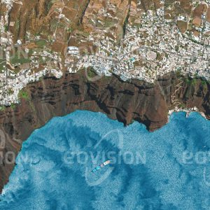 """Das Satellitenbild """"SANTORIN - Griechenland"""" ist dem Bildband """"WASSER - Entdeckung des Blauen Planeten"""" entnommen. Bildbeschreibung: Santorin, in klassisch-griechischer Zeit Thera genannt, ist eine seit Jahrtausenden bewohnte Vulkaninsel in der Ägäis. Ihre Form erhielt die Insel vor etwa 3500 Jahren, als eine Explosion des Vulkans die heutige, durchbrochene Ringstruktur mit steilen, bis zu 300 Meter hohen Kraterinnenwänden hinterließ. Mit ihrem reizvollen Gegensatz zwischen dem dunklen Vulkangestein und den weiß gekalkten Häusern ist Santorin zu einem der wichtigsten Tourismusziele des Mittelmeerraums geworden."""