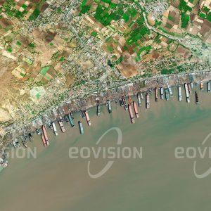 """Das Satellitenbild """"ALANG - Indien"""" ist dem Bildband """"NEW HUMAN FOOTPRINT - Unsere Welt im Umbruch"""" entnommen. Bildbeschreibung: Zu diesem Bild gibt es keine Bildbeschreibung"""