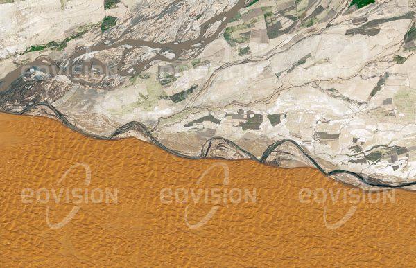 """Das Satellitenbild """"KANDAHAR - Afghanistan"""" ist dem Bildband """"WÜSTEN - Lebensraum der Extreme"""" entnommen. Bildbeschreibung: Zu diesem Bild gibt es keine Bildbeschreibung"""