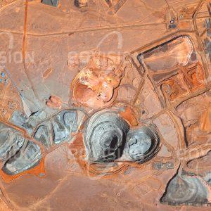 """Das Satellitenbild """"OJUU TOLGOI MINE - Mongolei"""" ist dem Bildband """"WÜSTEN - Lebensraum der Extreme"""" entnommen. Bildbeschreibung: Zu diesem Bild gibt es keine Bildbeschreibung"""